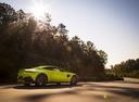 Фото авто Aston Martin Vantage 4 поколение, ракурс: 225 цвет: салатовый
