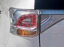 Фото авто Mitsubishi Outlander 3 поколение [рестайлинг], ракурс: задние фонари цвет: белый
