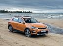 Фото авто Kia Rio 4 поколение, ракурс: 315 цвет: оранжевый