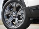Фото авто Ford Explorer 5 поколение [2-й рестайлинг], ракурс: колесо цвет: белый