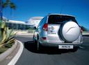 Фото авто Toyota RAV4 3 поколение, ракурс: 180 цвет: серебряный