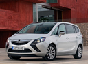 Фото авто Opel Zafira C, ракурс: 45 цвет: белый
