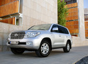 Фото авто Toyota Land Cruiser J200, ракурс: 45