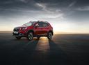 Фото авто Peugeot 2008 1 поколение [рестайлинг], ракурс: 45 цвет: красный