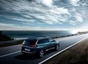 Фото авто Peugeot 5008 2 поколение, ракурс: 225 цвет: зеленый