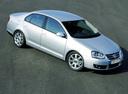Фото авто Volkswagen Jetta 5 поколение, ракурс: 315 цвет: серебряный