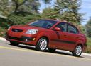 Фото авто Kia Rio 2 поколение, ракурс: 45 цвет: красный