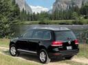Фото авто Volkswagen Touareg 1 поколение, ракурс: 135 цвет: черный