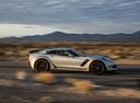Фото авто Chevrolet Corvette C7, ракурс: 270 цвет: серебряный