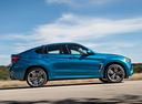 Фото авто BMW X6 M F86, ракурс: 270 цвет: голубой