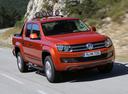 Фото авто Volkswagen Amarok 1 поколение, ракурс: 315 цвет: оранжевый