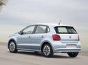 Фото авто Volkswagen Polo 5 поколение [рестайлинг], ракурс: 135 цвет: серебряный