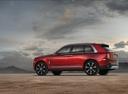 Фото авто Rolls-Royce Cullinan 1 поколение, ракурс: 135 цвет: красный