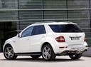 Фото авто Mercedes-Benz M-Класс W164 [рестайлинг], ракурс: 135 цвет: белый