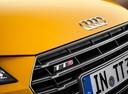 Фото авто Audi TT 8S, ракурс: шильдик цвет: желтый