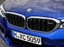 Фото авто BMW M5 F90, ракурс: передняя часть цвет: синий