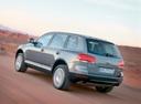 Фото авто Volkswagen Touareg 1 поколение, ракурс: 135 цвет: серый