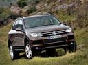 Фото авто Volkswagen Touareg 2 поколение, ракурс: 315 цвет: коричневый