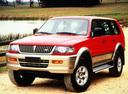 Фото авто Mitsubishi Montero Sport 1 поколение, ракурс: 45 цвет: красный