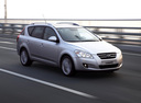 Фото авто Kia Cee'd 1 поколение, ракурс: 315 цвет: серебряный
