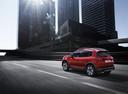 Фото авто Peugeot 2008 1 поколение [рестайлинг], ракурс: 135 цвет: красный