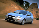 Фото авто Ford Focus 1 поколение, ракурс: 45 цвет: серебряный
