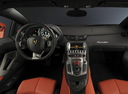 Фото авто Lamborghini Aventador 1 поколение, ракурс: торпедо