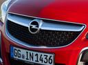 Фото авто Opel Insignia A [рестайлинг], ракурс: шильдик цвет: красный