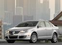 Фото авто Volkswagen Jetta 5 поколение, ракурс: 45 цвет: серебряный