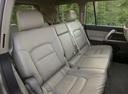 Фото авто Toyota Land Cruiser J200, ракурс: задние сиденья