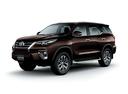 Фото авто Toyota Fortuner 2 поколение, ракурс: 45 цвет: коричневый