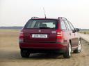 Фото авто Skoda Octavia 2 поколение, ракурс: 225 цвет: красный
