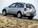 Фото авто Toyota RAV4 2 поколение [рестайлинг], ракурс: 135 цвет: серебряный