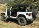 Фото авто Jeep Wrangler JL, ракурс: 135 цвет: белый