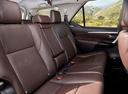 Фото авто Toyota Fortuner 2 поколение, ракурс: задние сиденья