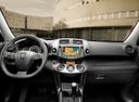Фото авто Toyota RAV4 3 поколение [2-й рестайлинг], ракурс: торпедо