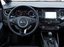 Фото авто Kia Carens 4 поколение, ракурс: рулевое колесо