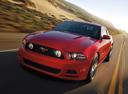 Фото авто Ford Mustang 5 поколение [2-й рестайлинг], ракурс: 45 цвет: красный
