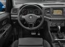 Фото авто Volkswagen Amarok 1 поколение [рестайлинг], ракурс: рулевое колесо цвет: синий