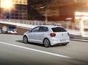Фото авто Volkswagen Polo 6 поколение, ракурс: 135 цвет: белый