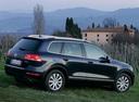 Фото авто Volkswagen Touareg 2 поколение, ракурс: 225 цвет: синий