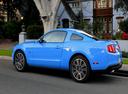 Фото авто Ford Mustang 5 поколение [рестайлинг], ракурс: 135 цвет: голубой