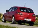 Фото авто Mazda 3 BK, ракурс: 135 цвет: красный