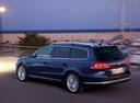 Фото авто Volkswagen Passat B7, ракурс: 135 цвет: синий