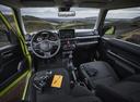 Фото авто Suzuki Jimny 4 поколение, ракурс: торпедо цвет: зеленый