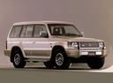 Фото авто Mitsubishi Pajero 2 поколение, ракурс: 315 цвет: бежевый