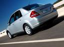 Фото авто Nissan Tiida C11, ракурс: 135 цвет: серебряный