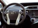 Фото авто Toyota Prius C 1 поколение, ракурс: рулевое колесо