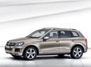 Фото авто Volkswagen Touareg 2 поколение, ракурс: 45 - рендер цвет: серебряный