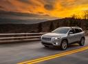 Фото авто Jeep Cherokee KL [рестайлинг], ракурс: 45 цвет: серебряный
